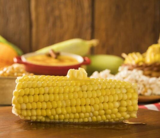 How long do you boil corn on the cob